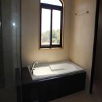 FeW-VM-LT52 - master-bedroom-with-bathroom-02
