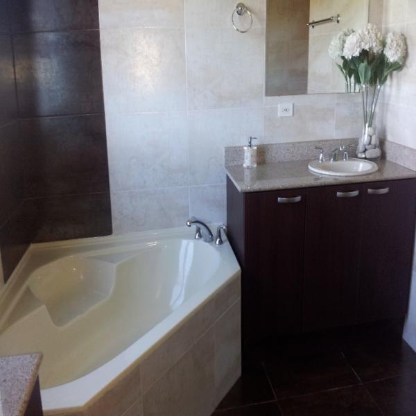 Few-VM-LO9D-master-bedroom-with-bathroom-01