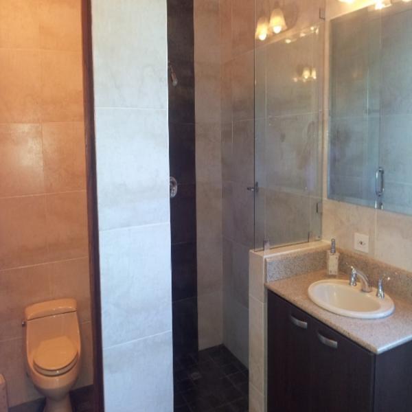 Few-VM-LO9D-master-bedroom-with-bathroom-02