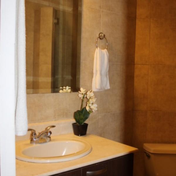 Few-VM-LO9D-second-bedroom-with-bathroom-01