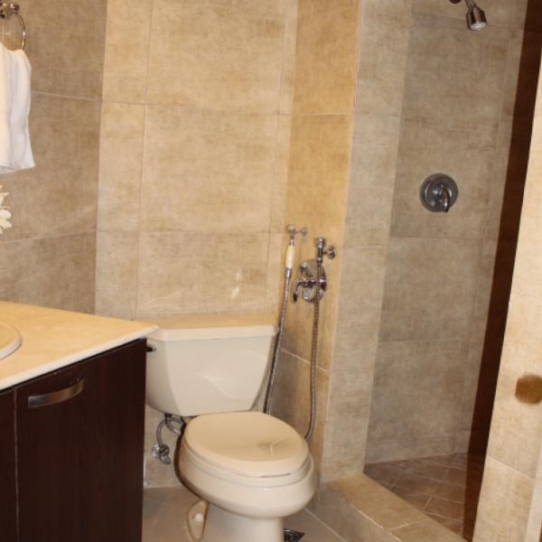 Few-VM-LO9D-second-bedroom-with-bathroom-02