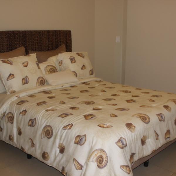 Few-VM-LO9D-second-bedroom-with-bathroom