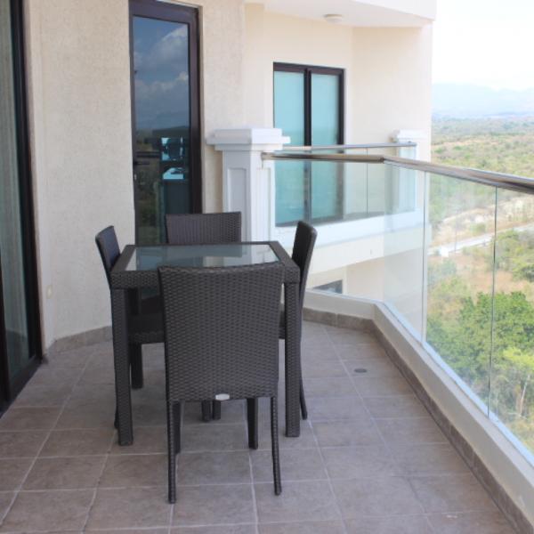 Few-VM-LO9D-terrace