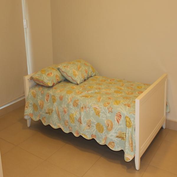 Few-VM-LO9D-third-bedroom-with-bathroom