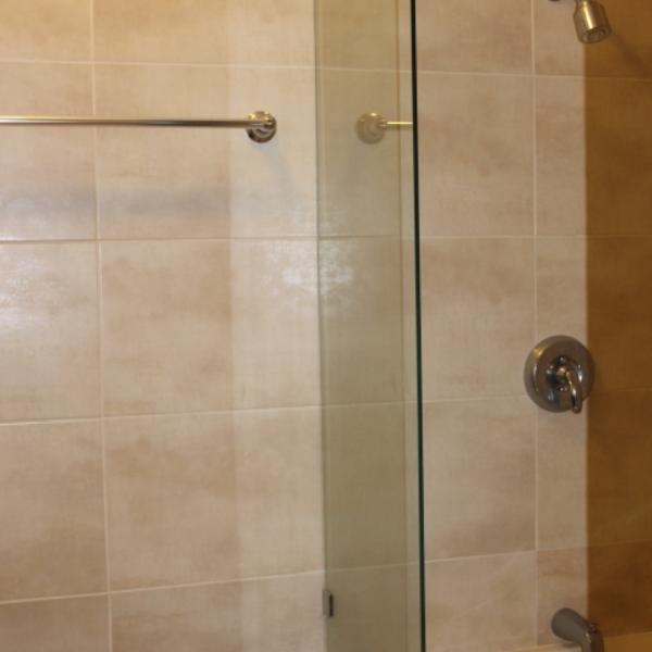 Few-VM-LO9D-third-bedroom-with-bathroom-03