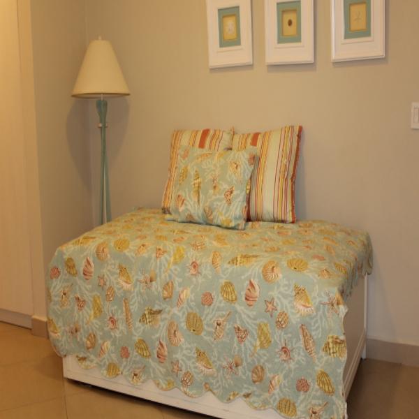 Few-VM-LO9D-third-bedroom-with-bathroom-01
